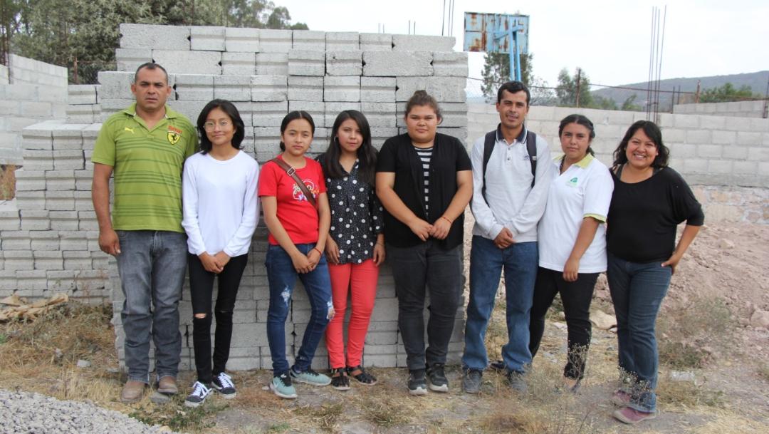 foto Estudiantes donan beca de AMLO para construir escuela; retan a políticos a sumarse 10 junio 2019