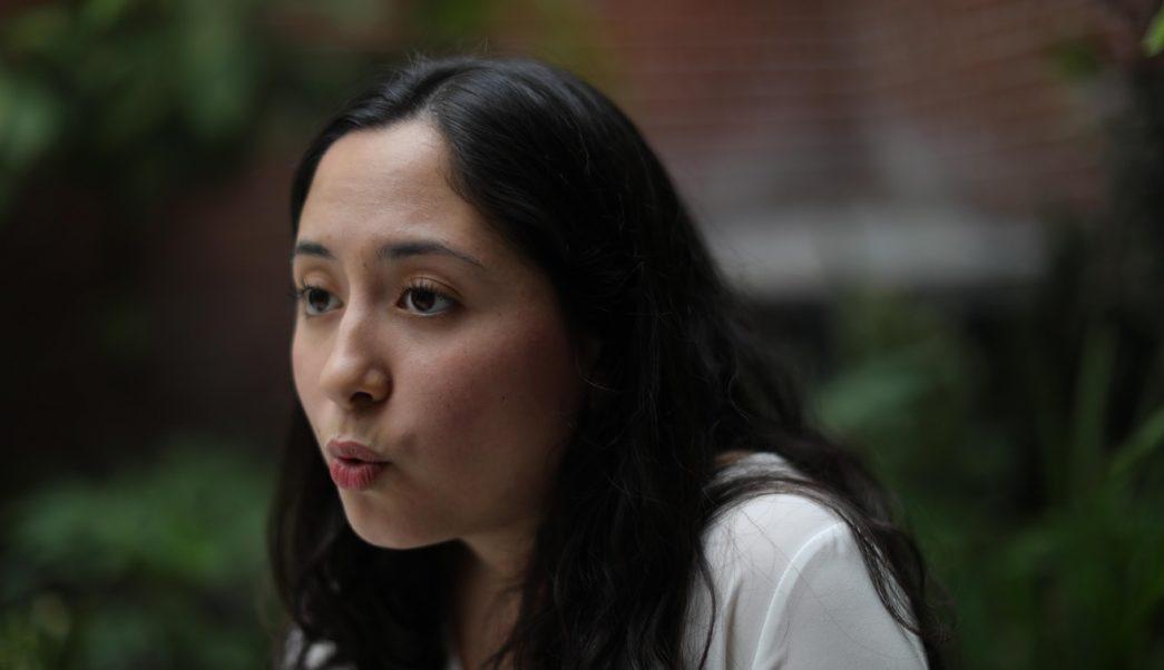 Foto: La estudiante Diana Coronado habla de su participación en el CEM10 / MI-4 celebrado en Vancouver, Canadá, junio 16 de 2019 (EFE)