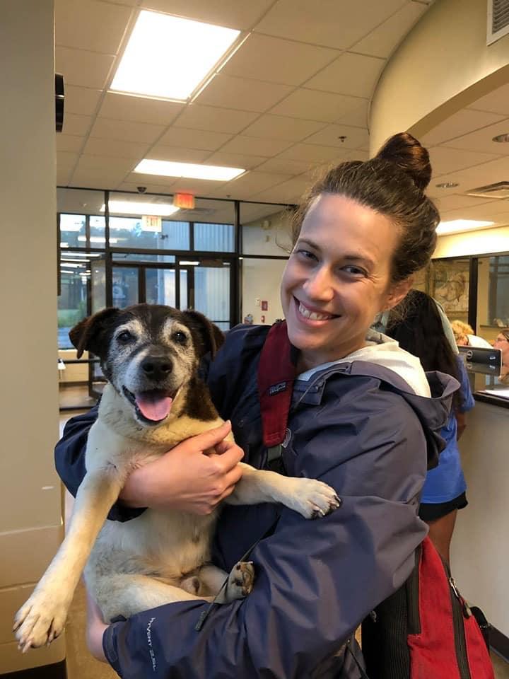 foto Mujer se reencuentra con su perro extraviado hace cinco años 29 mayo 2019