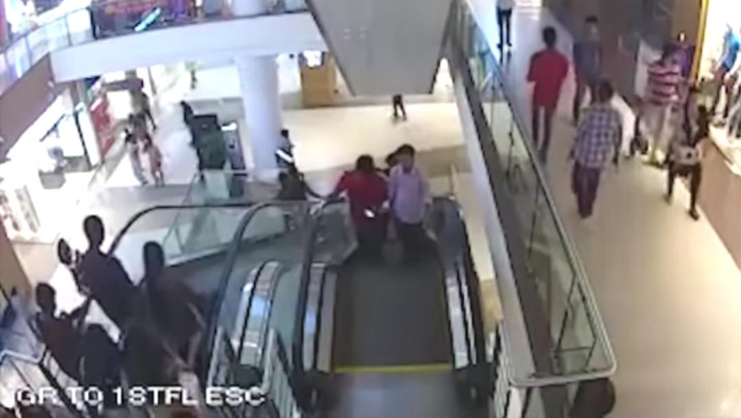 Niño Muere, Escalera Eléctrica, Niño, Video, Niño Muere Escalera Eléctrica, Niño Muere En Escalera Mecánica