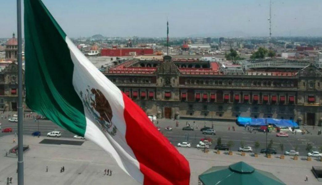 Fotografía que muestra el Zócalo capitalino y al fondo se observa el Palacio Nacional, 24 julio 2019