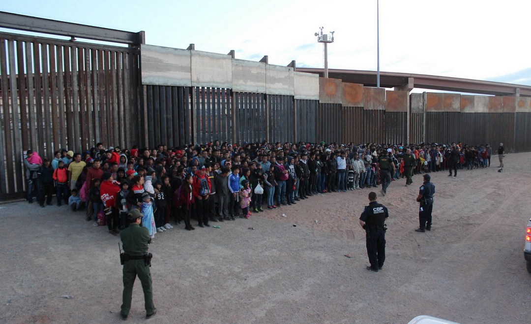 Foto: Detención de migrantes, 31 de mayo 2019. Twitter @CBPArizona