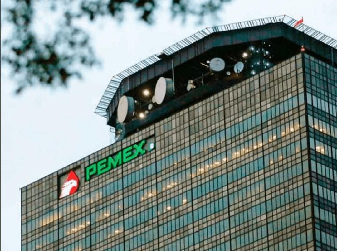 Fitch rebaja calificación de Pemex a categoría de basura