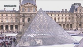 Foto: Pirámide del Museo del Louvre, emblema parisino