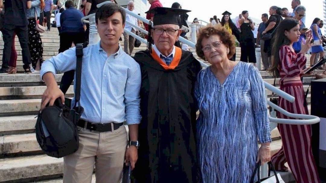 Adulto-mayor-Estudiante-78-anos-Ingeniero-industrial-Puerto-Rico