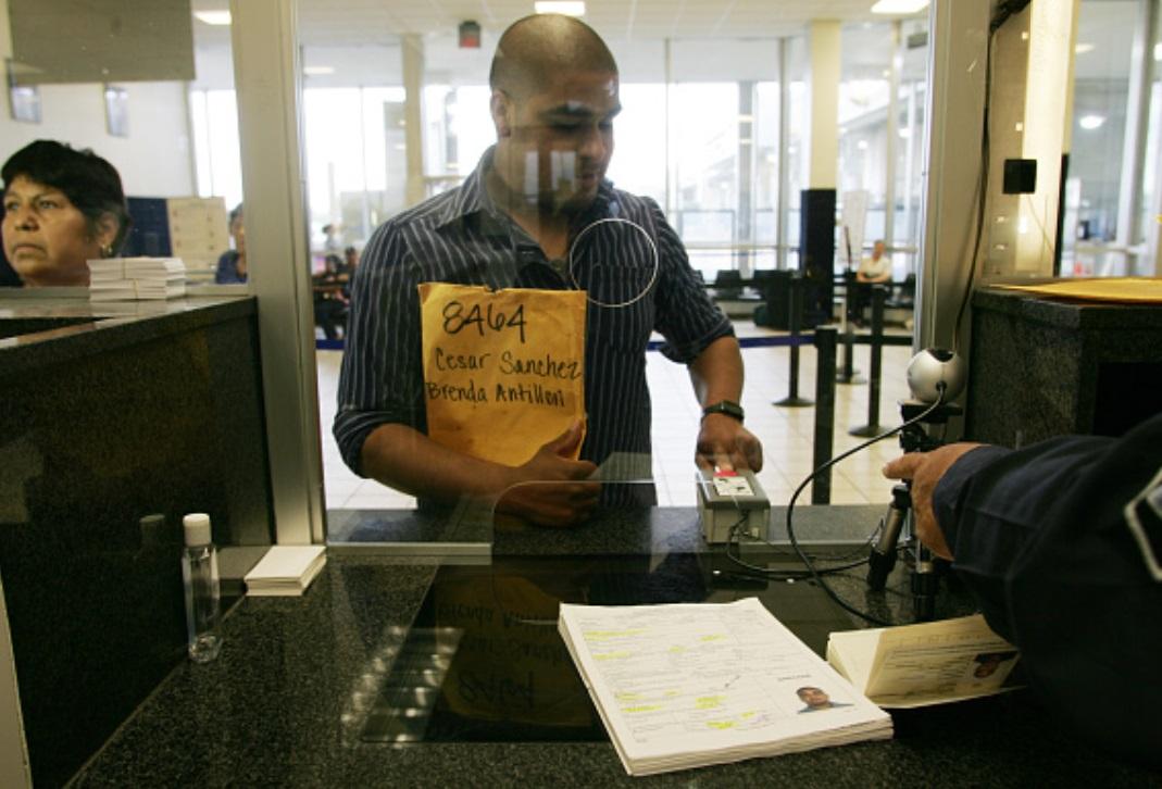 Foto: ¿Piensas sacar visa de EU?, ahora, deberás incluir en la solicitud el historial de tus redes sociales, como medida de control de inmigrantes y visitantes en potencia, junio 1 de 2019 (Getty Images)