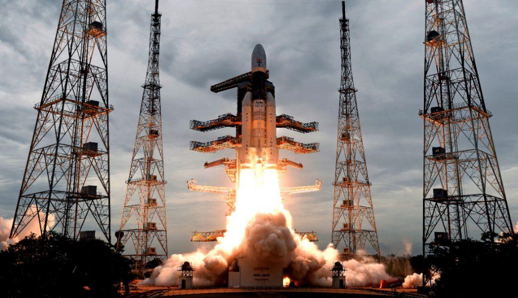 India lanza con éxito su misión al inexplorado polo sur de la Luna 2