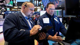 Foto: Los comerciantes trabajan en el piso de la NYSE en Nueva York, 3 de julio de 2019 (Reuters)
