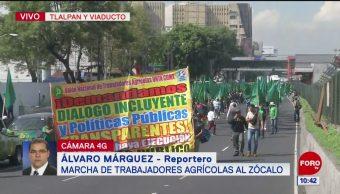 Campesinos marchan hacia el Zócalo capitalino
