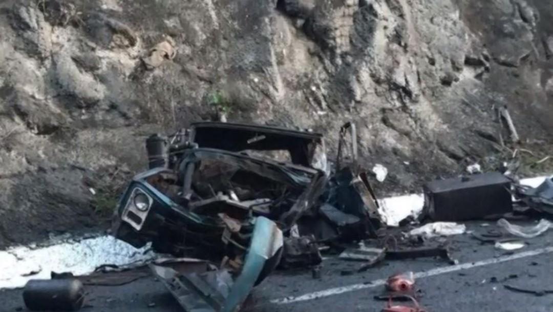 Mueren dos personas en accidente vehícular, en Michoacán