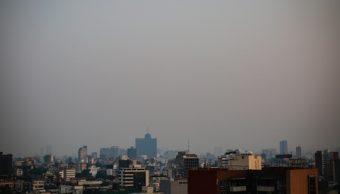 Foto: El edificio del World Trade Center de la Ciudad de México se ve a través de la contaminación del aire, julio 7 de 2019 (Getty Images)