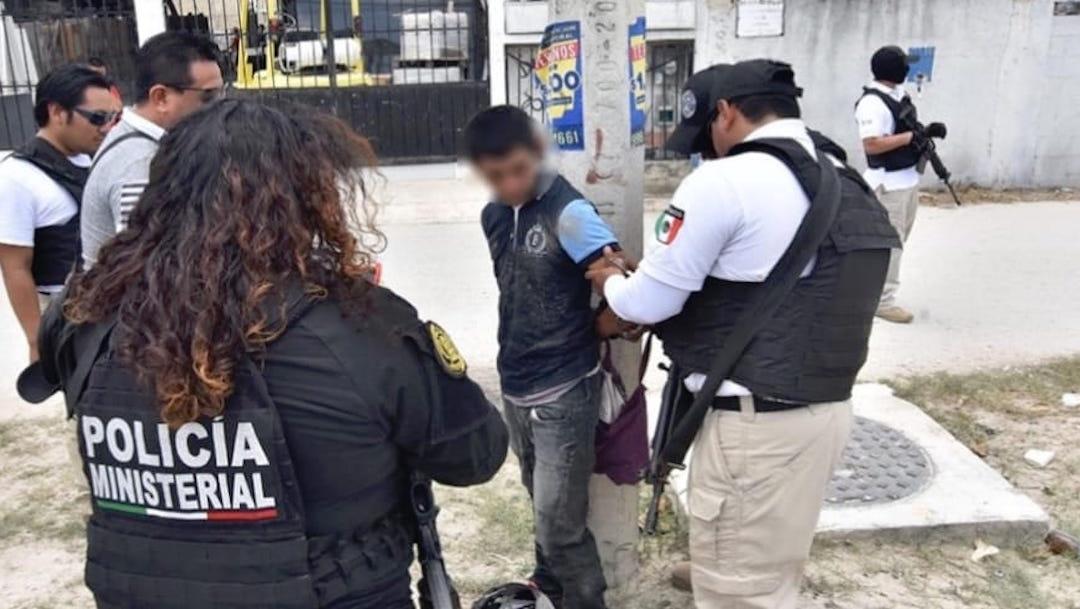 Foto Vecinos someten a ladrón armado y lo amarran a poste de luz 29 julio 2019