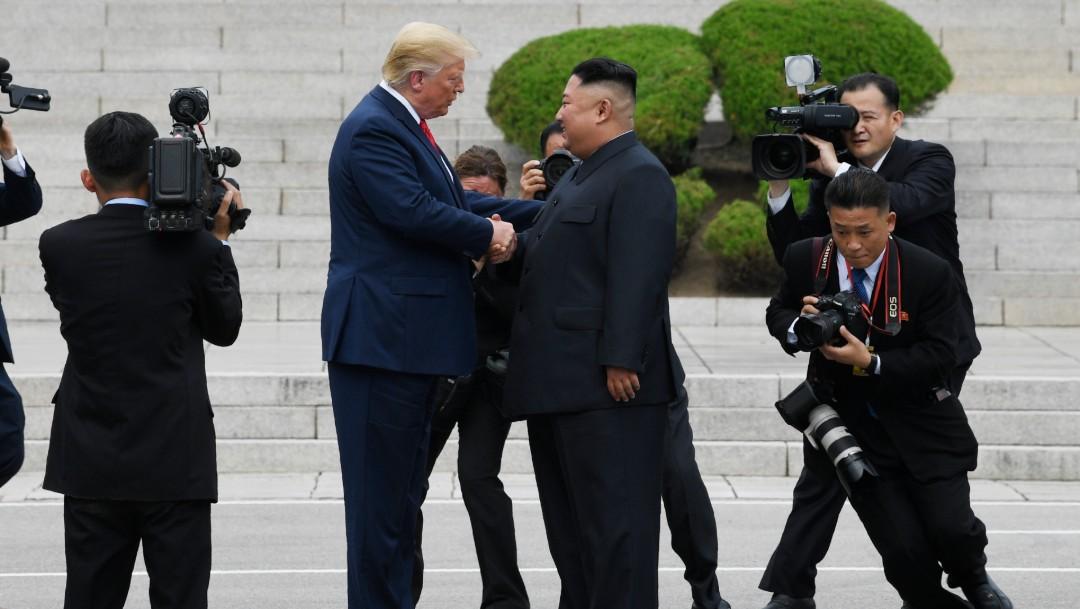 Foto: Donald Trump y Kim Jong-un celebran improvisada cumbre, 30 de junio de 2019, Frontera intercoreana