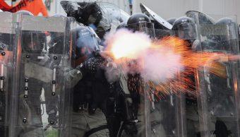 Foto: En Hong Kong policías y civiles se enfrentaron en la localidad Yuen Long, 27 julio 2019