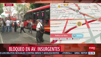 Un grupo de manifestantes bloquean la avenida de los Insurgentes, a la altura de la colonia Del Valle; autoridades piden a los automovilistas evitar la zona