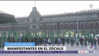 Manifestantes cierran calles aledañas al Zócalo