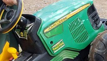 Niño, Escapa, Tractor De Juguete, Feria, Chisago, Minnesota, Estados Unidos