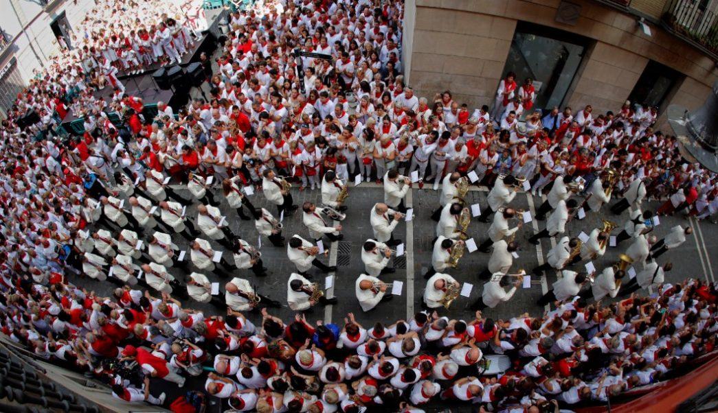 Quinto encierro de San Fermín emociona y concluye con seis heridos