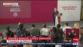 Un expresidente de México debe impuestos, revela AMLO