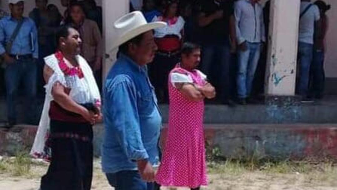 FOTO Visten a alcalde de mujer por incumplir promesas de campaña, en Chiapas (Noticieros Televisa)