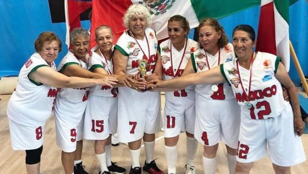 Foto: Abuelitas mexicanas basquetbol femenil. 5 agosto 2019