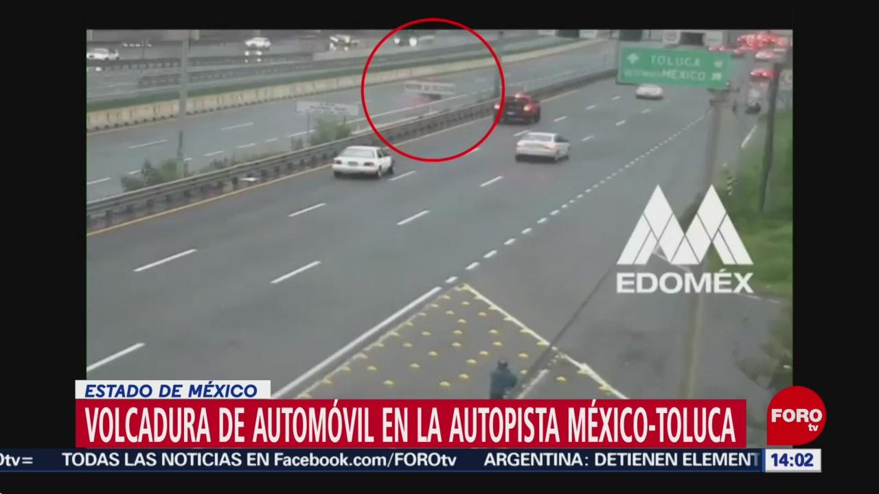 FOTO: Captan volcadura de automóvil en la México-Toluca, Edomex, 18 Agosto 2019