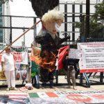 Foto: Integrantes de la Coalición Binacional vs Trump quemaron una piñata del mandatario estadounidense. El 5 de agosto de 2019. Twitter/