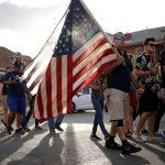 Foto: Cientos de personas protestan en las calles tras el tiroteo en una tienda comercial en El Paso, Texas, EEUU. El 4 de agosto de 2019