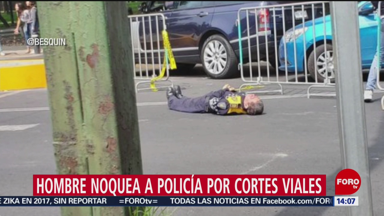 FOTO: Hombre noquea a policía por cortes viales en Maratón de CDMX, 25 Agosto 2019