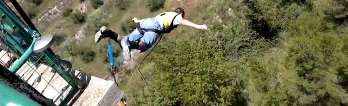 Foto: Youtuber en paracaídas