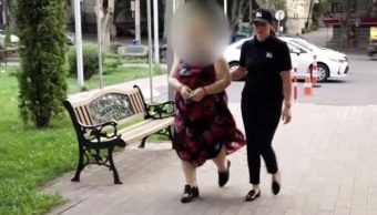 FOTO Mujer apuñala a niño de 3 años en la cara en Tiflis, Georgia (msn)