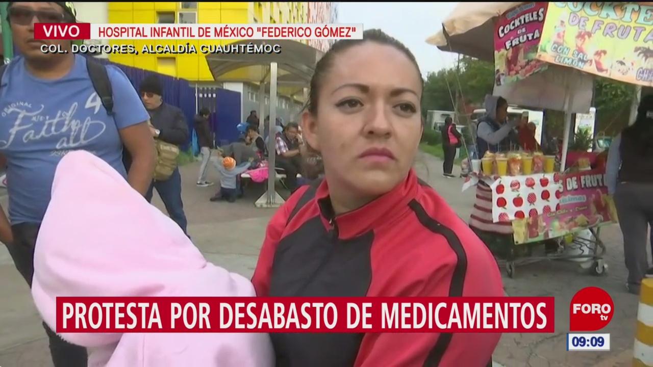 Padres de niños con cáncer buscan medicamento en farmacias