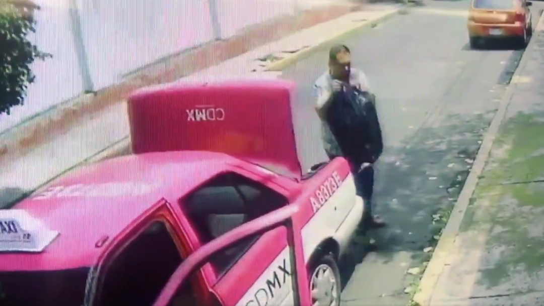 Foto exhiben a taxista por dejar bolsas con basura frente a una casa 8 agosto 2019