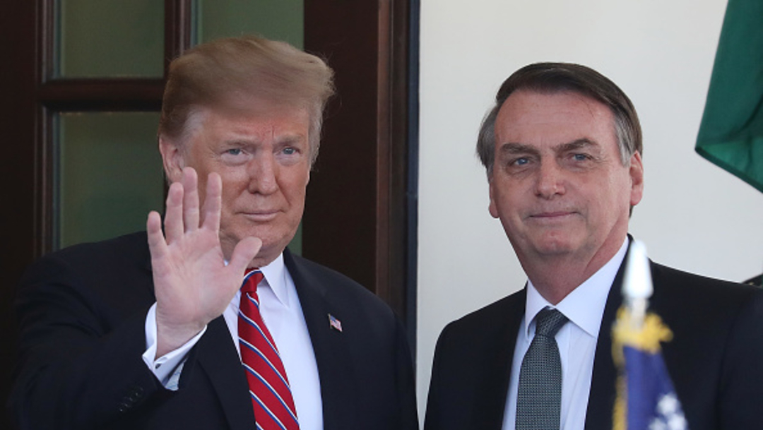 """Imagen: El presidente estadunidense aseguró que Bolsonaro está trabajando """"muy duro en los incendios de Amazonia y en todos los aspectos está haciendo un gran trabajo para la gente de Brasil, 27 de agosto de 2019 (Getty Images, archivo)"""