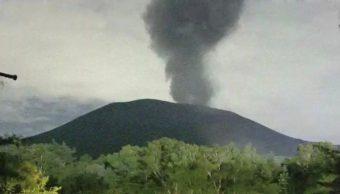 Monte Asama, volcán en Japón, hace erupción