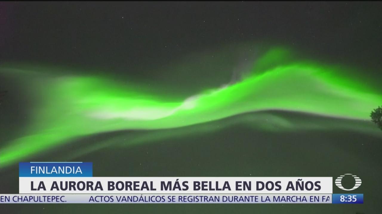 FOTO: Aurora boreal color inusual sorprende Finlandia