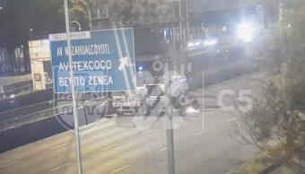 Continúa cierre vial sobre carriles centrales de Calzada Ignacio Zaragoza tras choque de pipa