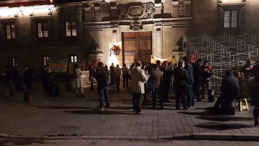 Foto Comerciantes bloquean acceso al Palacio Nacional; impiden paso a reporteros 11 septiembre 2019