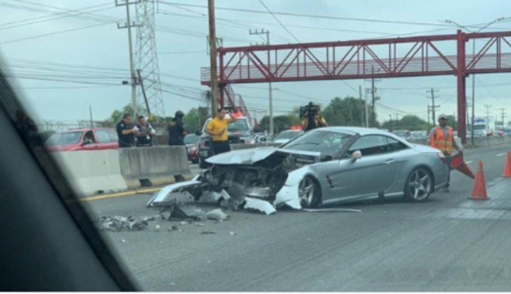 Foto: El carro quedó destrozado por la parte de enfrente, 21 de septiembre de 2019 (Twitter @RuidoEnLaRed )