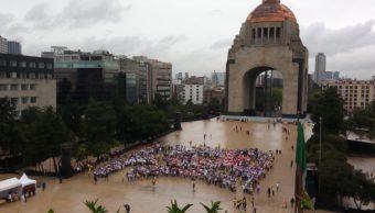 Foto: A pesar de la lluvia, más de 2 mil pacientes, familiares, voluntarios -portando playeras y pompones- rompieron el récord, 29 de septiembre de 2019 (Twitter @ANSeRiap)