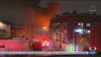 Incendio consume tienda en Tepito, CDMX