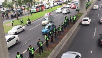 Policías de CDMX resguardan Periférico Sur. (Twitter: @MrElDiablo8)