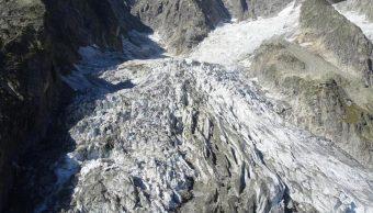 Foto: Un glaciar del Mont Blanc corre el riesgo de que se derrita y podría derrumbarse, 25 de septiembre de 2019 (EFE)