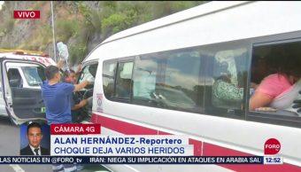 Unidad de transporte público choca contra camión en Indios Verdes, CDMX