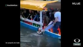 Imagen: En el video se observa cómo la mujer es rescatada por otras personas, el 16 de septiembre de 2019 (Noticieros Televisa)