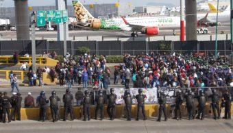 Foto: Los policías federales inconformes bloqueando el acceso a la terminal aérea, 04 de octubre de 2019 (FOTO: ROGELIO MORALES /CUARTOSCURO.COM)