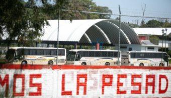 Normalistas Michoacán toman autobuses plazas laborales