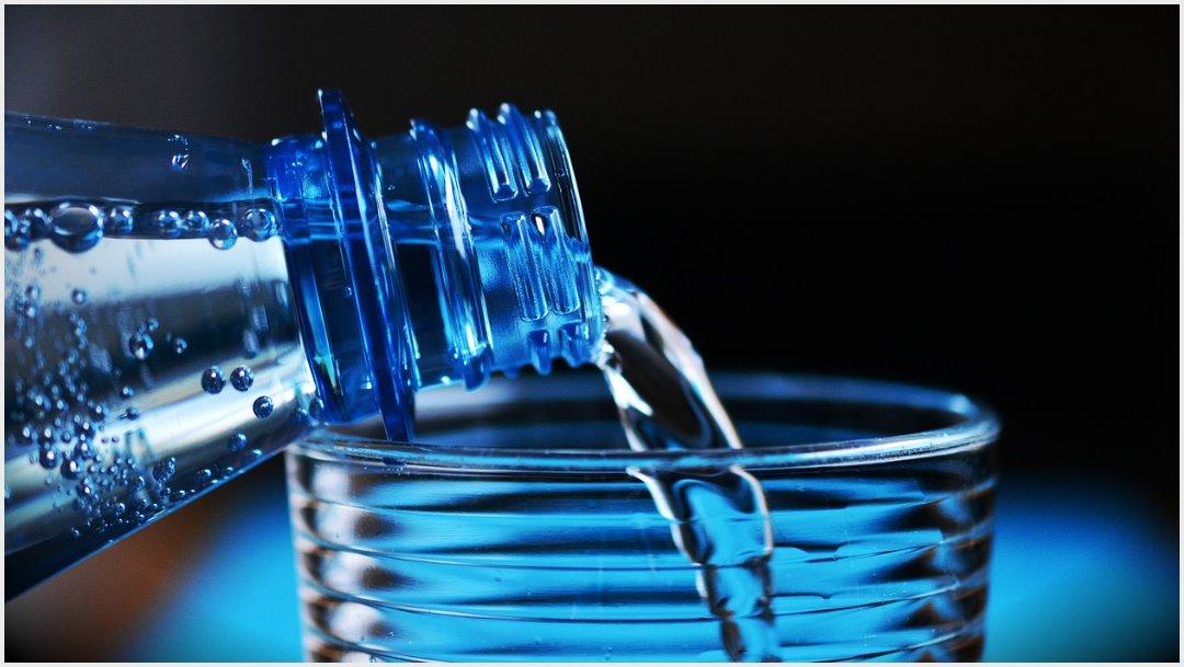 Imagen: OMS alertó sobre la importancia de no dar agua a los bebés, 20 de octubre de 2019 (pixabay)