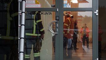 Fotos: El agresor sería uno de los diez heridos ingresados en centros hospitalarios de Kuopio, de los cuales dos se encuentran en estado grave, 1 de octubre de 2019 (Iltalehti)