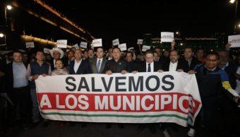 Foto: Alcaldes del PAN, PRI y PRD protestaron afuera de Palacio Nacional para exigir mayores recursos para infraestructura y seguridad Pública, 23 octubre 2019